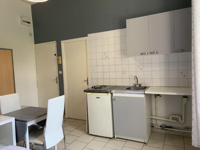 StudiospacieuxgareSNCFcentrevilleuniversites-Residence-3ruedelabbeSenez-Studio