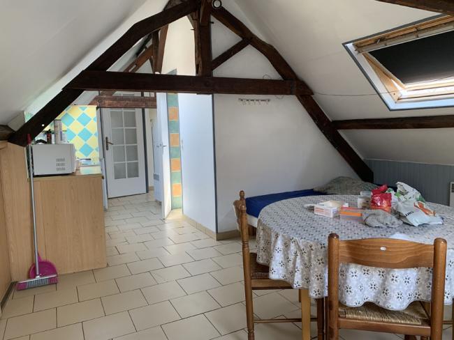 GrandStudiodisponiblepourle18octobre-Residence-81ruedeParis-Studio